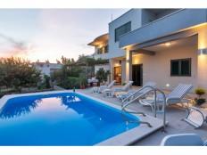 Makarska-kuća sa bazenom