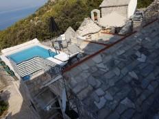Baška Voda-kamena kuća sa bazenom i pogledom na more