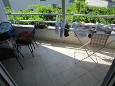 Baška voda, dvosoban stan sa garažom i ostavom