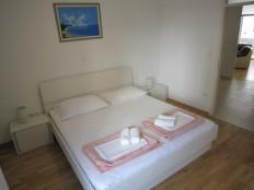 Makarska-zapad-komforni dvosobni stan